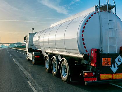 transporte de combustible con camion cisterna - academia del transportista
