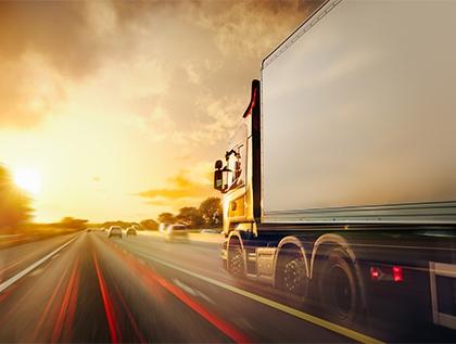 señales e identificadores que deben llevar los camiones - academia del transportista